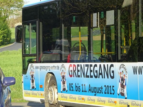 Grenzegangs-Bus fährt Linie im Landkreis